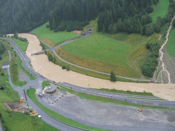Fotos Hochwasser St. Anton - Parkplatz Osteinfahrt