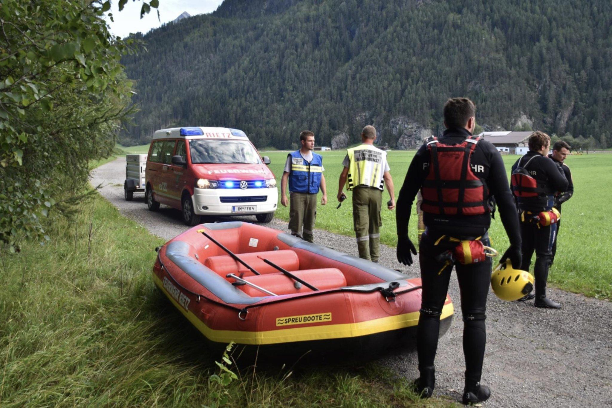 Kajakunfall Ötztaler Ache - Einsatzkräfte bei der Bergung, (c) Foto FF Längenfeld