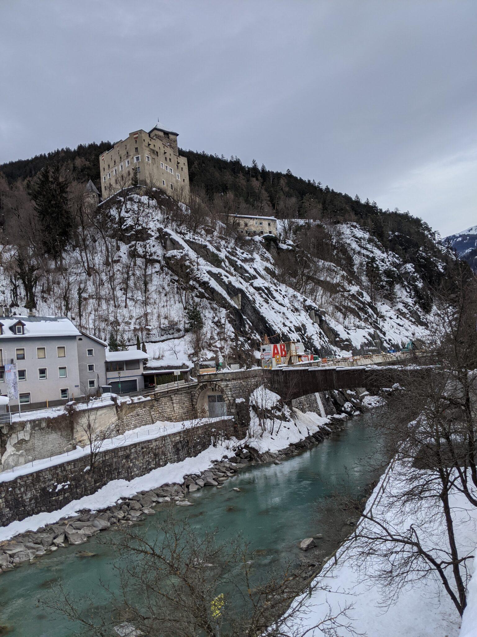 Schloss Landeck, Inn und Baustelle am 22.01.2021